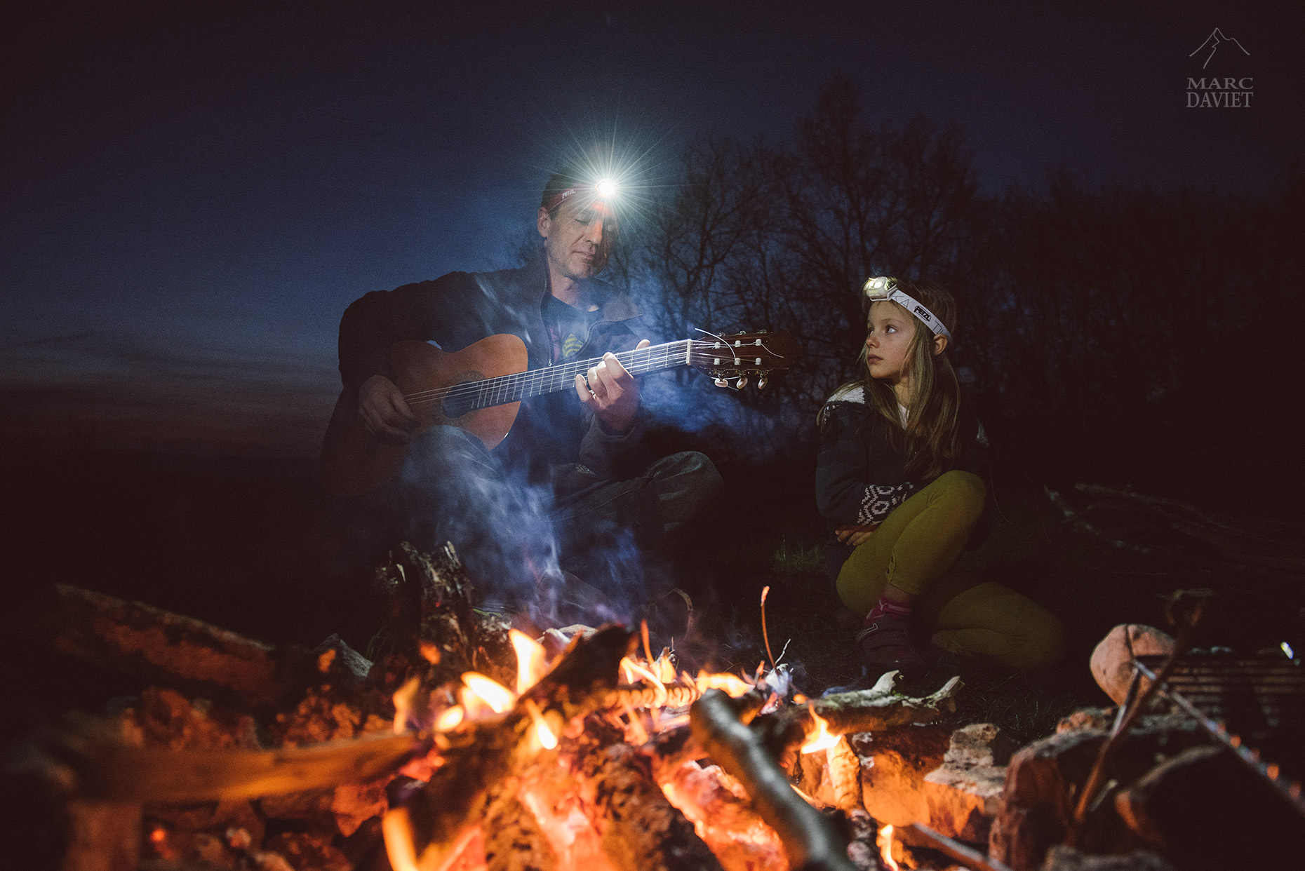 Songs in front of the campfire - Marc Daviet Photography